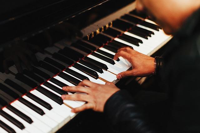 Comment apprendre a jouer a un instrument de musique ?